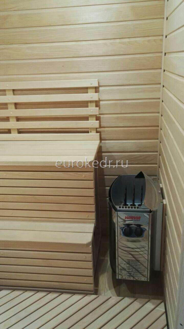 Четырехместная угловая финская сауна с электрической печью